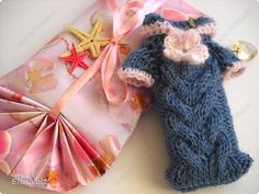"""Mobile phone case knitted """"sweater."""""""