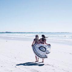 Beach breezes // via @saasha_burns #thebeachpeople
