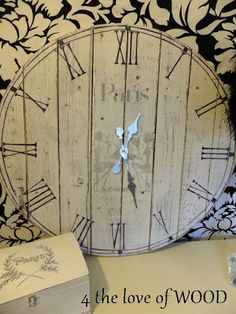 DIY Shabby Chic Decor Ideas - Fence Board Clock - French Farmhouse and Vintage White Linens - Bedroom, Living Room, Bathroom Ideas, Distressed Furniture and Boho Crafts - Cheap Dollar Store Projects and Upcycle Repurposed Home Decor Diy Wood Projects, Wood Crafts, Fence Boards, Diy Fence, Diy Clock, Wood Clocks, Salvaged Wood, French Country Decorating, Shabby Chic Decor
