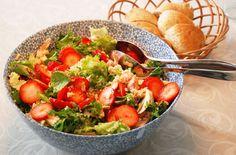 Salmon salad with quinoa and strawberries / laksesalat med quinoa og jordbær