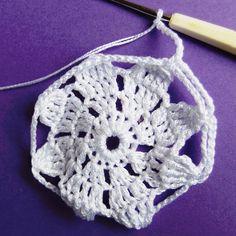 Vánoční dekorace: Návod na obháčkovanou kouli 10 Crochet Necklace, Mini, Blog, Crochet Collar