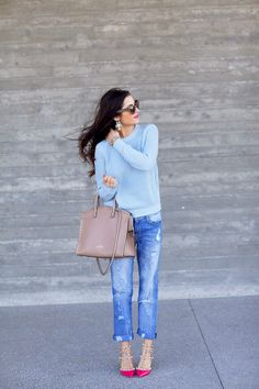 Cute but casual look with boyfriend jeans and Valentino studded pumps. Casual Chic, Style Casual, Casual Outfits, Cute Outfits, Spring Summer Fashion, Autumn Winter Fashion, Spring Outfits, Spring Style, Fall Fashion