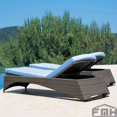 Outdoor-wicker-Garden-Sunlounger-Daybed-lounger-for-Hotel-Restaurant-Club-Resort-farm-house-Luxox-Tropic-L-OWL-SL-059
