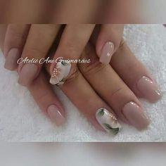Unha delicada de Ateliê Ane Guimarães. Sensitive nail. Unã sensible. Unghie sensibili.