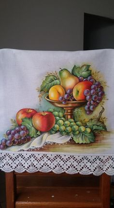 Fruit Painting, China Painting, Fabric Painting, Watercolor Paintings, Art Drawings For Kids, Patchwork Quilting, Mosaic Projects, Fruit Art, Painting Patterns