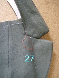Português English (uncheck the other box and check this one) Antes de mais, p.Tailoring methods by Paco Peralta - Métodos de Alfaiataria por Paco PeraltaBCN - UNIQUE designer patterns: Tailoring Methods - Sastreria (Revisited and updated).EN Summary: To Blazer Pattern, Suit Pattern, Collar Pattern, Jacket Pattern, Tailoring Techniques, Techniques Couture, Sewing Techniques, Coat Patterns, Dress Sewing Patterns
