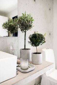Du béton dans la salle de bain - Mur et cache pot béton