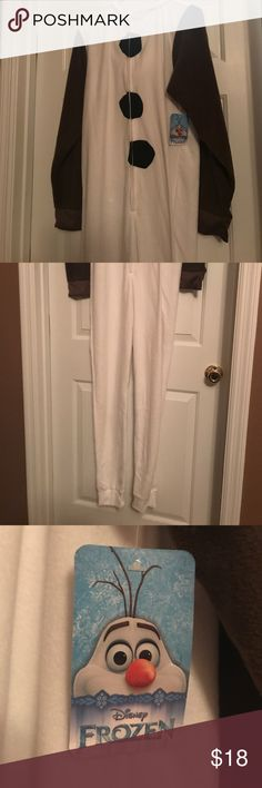 Disney Frozen Olaf Halloween Costume NWT ⛄️ 🥕 Order now to get in time for Halloween! Would also work perfectly for warm, cozy pajamas. Disney Intimates & Sleepwear Pajamas