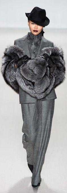 Trendy suit - image