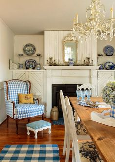 french country decor for bedroom French Country Dining Room, French Country Farmhouse, French Cottage, French Country Style, Bedroom Country, Country Bathrooms, Country Charm, Dining Room Table Decor, Decoration Table