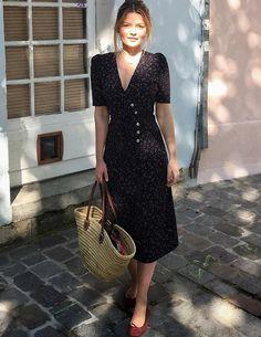 Avec sa dégaine forties et son imprimé moucheté, cette petite robe a tout bon ! (robe Rouje - photo Sabina Socol)