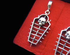 Ritu calvaria Iron maiden torture device gothic by TYVODAR Punk Earrings, Gothic Earrings, Skull Earrings, Silver Earrings, Jewelry Box, Jewelery, Unique Jewelry, Piercing Ring, Piercings