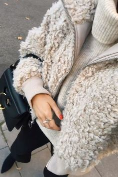 loving the teddy bear jacket over the oversized turtleneck sweater, the perfect chic casual winter outfit for young women in their 20s or 30s
