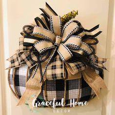 Fall Halloween, Halloween Wreaths, Halloween Crafts, Country Fall Decor, Dollar Tree Frames, Dollar Tree Pumpkins, Diy Wreath, Wreath Ideas, Whimsical Christmas