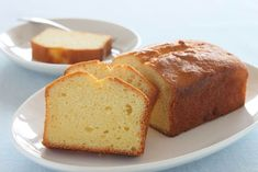 Pound Cake with Salted Butter, Granulated Sugar, Large Eggs, All Purpose Flour, Baking Powder. Original Pound Cake Recipe, Basic Pound Cake Recipe, Pound Cake Recipes, Almond Pound Cakes, Cream Cheese Pound Cake, Food Cakes, Baker Recipes, Dessert Recipes, Canned Frosting
