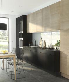Уютная кухня со множеством деталей постепенно уходит в прошлое, и ей на смену приходят современные модели с чёткими линиями, функциональностью и лаконичностью.