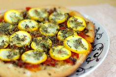 Cheeseless yellow zucchini flatbread pizza. My mouth is watering a lot right now. #cheeseless #nocheese