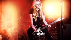 Image on FunMozar  http://funmozar.com/wp-content/uploads/2014/08/Avril-Lavigne-Wallpapers-25.jpg