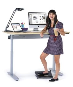 A standing desk is only as good as your workstation setup. Here are the best standing desk accessories for your home office. Violetta Outfits, Electric Standing Desk, Standing Desks, Weight Loss Tips, Lose Weight, Lift Table, Stand Up Desk, Attention Span, Work Desk