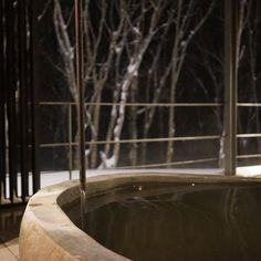 -  雪景色を眺めながらの露天風呂  最高♨️・  ・  #北海道trip#坐忘林#zaborin#源泉掛け流し#露天風呂#至福の時   photo credit @izumikimoto  zaborin.com