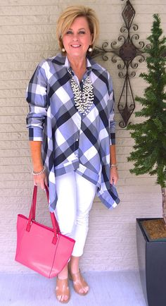 Best Clothing Styles For Women Over 50 - Fashion Trends Womens Fashion Casual Summer, Over 50 Womens Fashion, Black Women Fashion, 50 Fashion, Fashion Over 40, Women's Fashion Dresses, Look Fashion, Women's Dresses, Jeans Fashion