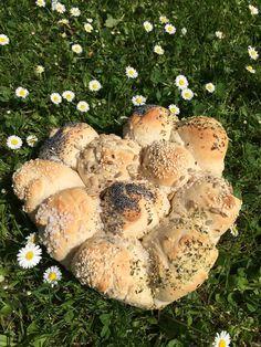 Brot/Weckerl - Backen macht GLÜCKlich - Stoibergut Stuffed Mushrooms, Salzburg, Vegetables, Outdoor Decor, Food, Anna, Snacks, Pesto Bread, Crack Bread
