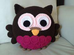 Crochet owl pillow More - Crocheting Atlas Crochet Owl Pillows, Crochet Pillow Pattern, Crochet Owls, Crochet Home, Cute Crochet, Crochet For Kids, Crochet Animals, Crochet Patterns, Owl Patterns