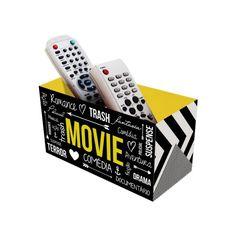 O Porta Controle Remoto Movie é charmoso e útil! Conte com ele para organizar seus controles e decorar sua sala.  Feito para quem é adora filmes!