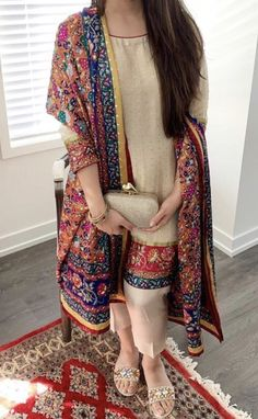 first date outfit Pakistani Party Wear Dresses, Shadi Dresses, Pakistani Dress Design, Pakistani Outfits, Indian Outfits, Eid Dresses, Ethnic Outfits, Indian Dresses, Bridal Dresses