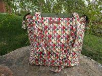 Cestovní taška :: Patchwork Dita Laundry Basket, Wicker, Outdoor Blanket, Handmade, Scrappy Quilts, Hand Made, Laundry Baskets, Craft, Handarbeit