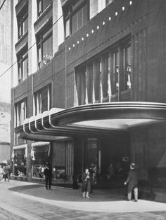Bullock's Men's Store - Downtown Los Angeles on Hill Street just before 7th Street, received this Art Deco facade in 1934. It remains today as part of the St. Vincent Jewelry Center.