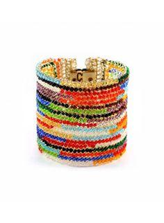 Pulseira feita a mão em crochê com fio de cobre, contas de vidro coloridas  e banhada a ouro.  Bracelet hand made in crochet with copper wire, colored glass beads and gold plated.