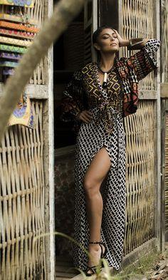 Juliana Paes posa no melhor estilo tribal chique  (Foto: Raphael Dias/Gshow)