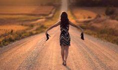 """В своей статье """"Как Впустить Чудеса в Жизнь, или Жизнь без Ожиданий"""" автор тренинговых курсов по поиску себя Евгения Медведева рассуждает о том, как важно освободить свое сознание от вечных ожиданий и..."""