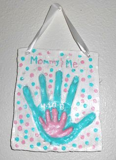How to make a Unique Cherish for a lifetime Mommy & Me gift using Salt Dough and your child's hand print DIY - Cherish for a lifetime Mommy & Me gift using Salt Dough and your child's hand print. Baby Crafts, Toddler Crafts, Crafts To Do, Crafts For Kids, Arts And Crafts, Children Crafts, Salt Dough Projects, Salt Dough Crafts, Salt Dough Handprints