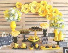 food for party Paper Flower Backdrop, Paper Flowers, Yellow Birthday Cakes, Sunflower Party, Baby Shower Yellow, 70th Birthday Parties, Spring Party, Bee Theme, Diy Party