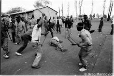 Mob attack, August I captured the killing of a suspected ANC supporter by Zulu supporters of the Inkatha Freedom Party in Nancefield hostel in Soweto - Greg Marinovich War Photography, Modern Photography, Documentary Photography, Street Photography, Kevin Carter, News South Africa, War Image, Types Of Work, Picture Story