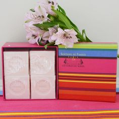 toile-du-soleil-bougie-4-savons-cubes-roses Parfum Rose, Cubes, France, Soaps, Candle, Gift Ideas, Dice, Early French