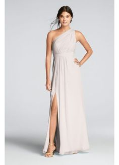 Bridesmaid dresses You'll love the feel of crinkle chiffon on this flowy floor-length bridesmaid dress with a one-shoulder neckline and an elegant skirt slit. Crinkle chiffon dress features a one shoulder asymmetric neckline Asymmetrical Bridesmaid Dress, Davids Bridal Bridesmaid Dresses, Wedding Dresses, Junior Bridesmaids, One Shoulder Bridesmaid Dresses, Bridesmaid Ideas, Bridesmaid Hair, Boho Chic, Chiffon Dress Long
