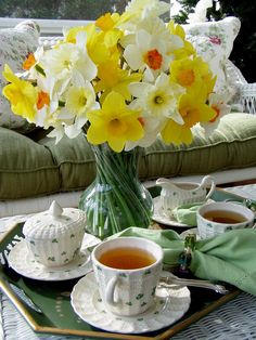 Yellow Daffodils spring beautiful flowers pretty tea tea set homes daffodils spring flowers Coffee Time, Tea Time, Café Chocolate, My Cup Of Tea, High Tea, Daffodils, Pansies, Tea Set, St Patricks Day
