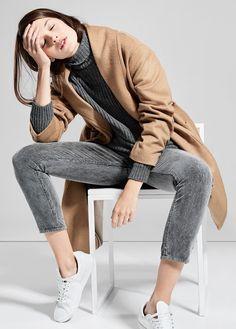 Look gris + baskets blanches + pardessus camel = le bon mix (Mango) - http://bit.ly/1xUsafD Tags : Baskets, Camel - Tendances de Mode