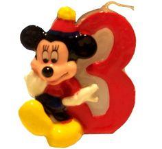 Świeczka cyferka 3, Myszka Mickey.  Bajkowy ulubieniec wszystkich dzieci z cyferką 3 zabierze uczestników na przyjęcie w stylu Myszki Miki z okazji 3 urodzin.