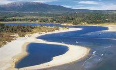 La playa de Jaureguiberry es de las más deslumbrantes de la Costa de Oro de Canelones, Uruguay por su cercanía con el Océano Atlántico. Mar abierto, olas muy atractivas para el surf y grandes extensiones de arena blanca con médanos firmes. Como marco visual, los cerros azulados de Piriápolis. Tiene además las aguas tranquilas del Arroyo Solís Grande, que desembocan en el mar, punto excepcional para pesca de pejerrey, burel, sardina, lenguado y corvinas.