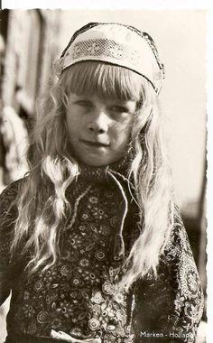 Marken meisje in klederdracht #NoordHolland #Marken