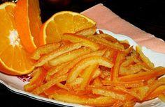Kandovaná pomerančová kůra. Používáme do moučníků a všude, kde chceme cítit krásnou vůni pomerančů. Kura, Slovak Recipes, Snack Recipes, Snacks, Christmas Baking, Thai Red Curry, Sweets, Fruit, Vegetables