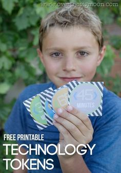 Great summer idea for kids! Use this PRINTABLE TECHNOLOGY TOKENS to limit time on the computer or iPad. Or you can use them to have kids earn time! Print on www.thirtyhandmadedays.com