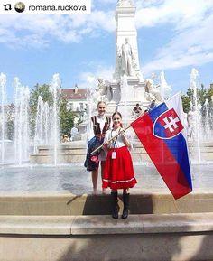 Vive La France  TOP prezentácia ĎAKUJEME  #praveslovenske od @romana.ruckova  Dúfam že sme pekne reprezentovali to naše Slovensko  #dijon #france #slovakia #fsvagonar #flag #slovakflag #girls #folk #folklor #folklore #folkdress #traditions #traditional #kroj #kroje #slovenky #tradicie