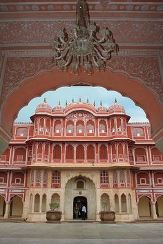 The inner courtyard of the City Palace in Jaipur, Rajasthan, India (by Landor42).
