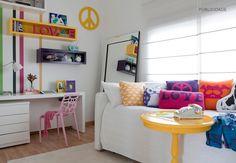 QUARTO CONTEMPORÂNEO - Viva as cores! Um quarto bem feminino e descolado, com objetos modernos e divertidos