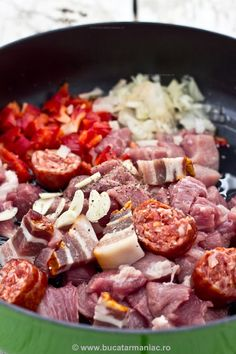 Romanian Food Traditional, Tasty, Yummy Food, Pork Recipes, Cookie Recipes, Sausage, Food And Drink, Beef, Cooking